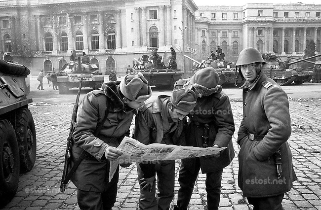 ROMANIA, Revolution Square, Bucharest, 24.12.1989.Soldiers read the first newspaper after the Revolution in front of the Royal Palace ..© Andrei Pandele / EST&OST