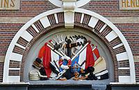 leiden- Gevelsteen in de vroegere Kweekschool voor Zeevaart Prins Hendrik