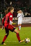 03.12.2017, Platz 11, Bremen, GER, DFB Pokal der Frauen, Achtelfinale, SV Werder Bremen vs SGS Essen, <br /> <br /> im Bild | picture shows<br /> Anneke Borbe (Werder Bremen #30) kl&auml;rt vor Lea Schueller (SGS Essen #24), <br /> <br /> Foto &copy; nordphoto / Rauch