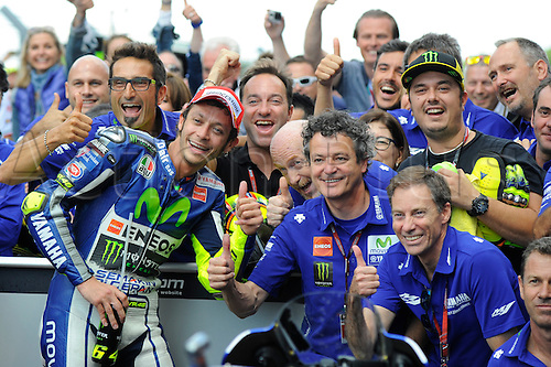 27.06.2015. Assen, Netherlands Dutch MotoGP. Motul TT Assen. Valentino Rossi (movistar yamaha) celebrates his win in the pits