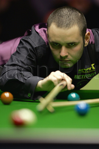 14 November 2004: Snooker player Stephen Maguire (SCO) plays a shot during his defeat to Higgins in the final. Higgins beat Maguire 9 frames to 6 to win The British Open. The Brighton Centre, Brighton, England. Photo: Glyn Kirk/Actionplus....041114 .
