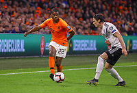 Denzel Dumfries (Niederlande) gegen Nico Schulz (Deutschland Germany) - 24.03.2019: Niederlande vs. Deutschland, EM-Qualifikation, Amsterdam Arena, DISCLAIMER: DFB regulations prohibit any use of photographs as image sequences and/or quasi-video.