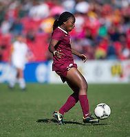 Jamia Fields (4) of Florida State carries the ball upfield during the game at Ludwing Field in College Park, MD.  Florida State defeated Maryland, 1-0.