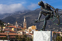 Europe/France/Provence-Alpes-Côte d'Azur/Alpes-Maritimes/Menton:La vieille ville avec l'église Saint-Michel et son campanile, au premier plan: Statue: ULYSSE 2004 par Anna Chromy Mention Obligatoire // Europe/France/Provence-Alpes-Côte d'Azur/Alpes-Maritimes/Menton:  the old town with St Michel Church and campanile