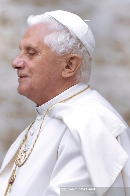 Pope Benedict XVI general audience in Saint Peter's Square; 22.11.2006.. December. 25, 2007.. .