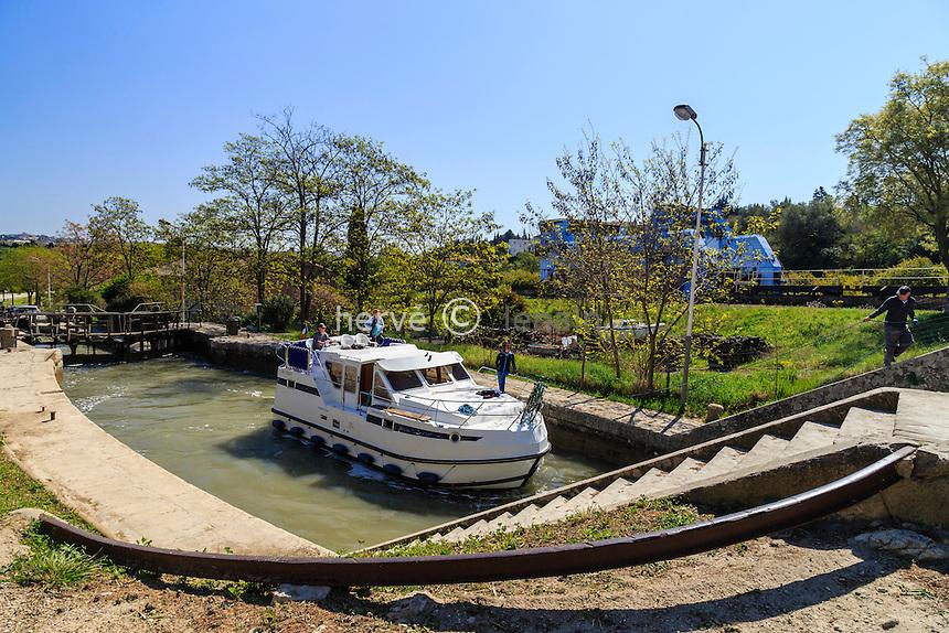 France, Hérault (34), Béziers, écluses de Fonserannes sur le Canal du Midi, classé Patrimoine Mondial par l'UNESCO // France, Herault, Beziers, Fonserannes locks on the Canal du Midi, listed as World Heritage by UNESCO