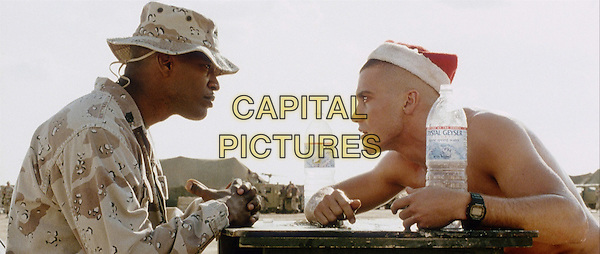 JAMIE FOXX & JAKE GYLLENHAAL.in Jarhead (2005).*Filmstill - Editorial Use Only*.CAP/AWFF.Supplied by Capital Pictures.