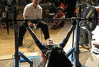 Deutsche Meisterschaft des Verbandes WPC im Kraft- und Fitnesssport. Kraft-Dreikampf.  im Bild: Die Eilenburgerin Jeanette Junge drueckt die Gewichte nach oben. .Foto: Alexander Bley