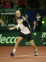 10-2-06, Netherlands, tennis, Amsterdam, Daviscup.Netherlands Russia,  Nikolay Davydenko in action against Melle van Gemerden