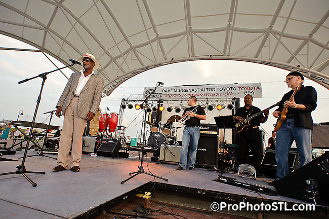 Labor of Love Festival at Riverfront Amphitheater in Alton, IL on Sept 6, 2009.