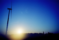 a windmill along the E19 highway in Meer-Hoogstraten (Belgium, 02/09/2004)