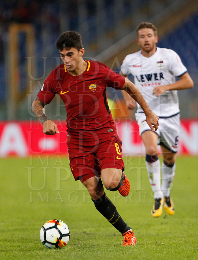 Calcio, Serie A: Roma vs Crotone. Roma, stadio Olimpico, 25 ottobre 2017.<br /> Roma's Diego Perotti in action during the Italian Serie A football match between Roma and Crotone at Rome's Olympic stadium, 25 October 2017.<br /> UPDATE IMAGES PRESS/Riccardo De Luca