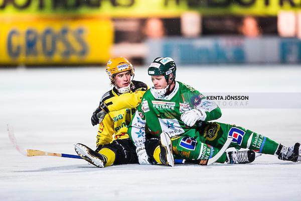 Stockholm 2014-02-21 Bandy SM-kvartsfinal 3 Hammarby IF - Vetlanda BK :  <br /> Vetlandas Pontus Blomberg har ramlat i en n&auml;rkamp tillsammans med Hammarbys David Pizzoni Elfving <br /> (Foto: Kenta J&ouml;nsson) Nyckelord: depp besviken besvikelse sorg ledsen deppig nedst&auml;md uppgiven sad disappointment disappointed dejected