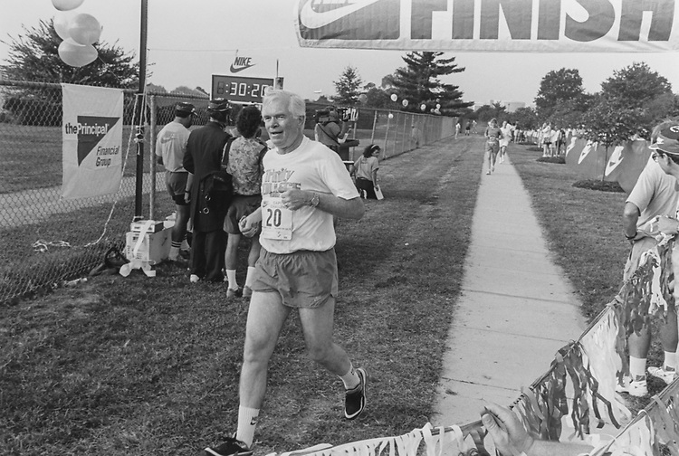 Sen. Thad Cochran, R-Miss., at Nike Capitol Challenge on Sep. 15, 1993. (Photo by Chris Martin/CQ Roll Call via Getty Images)