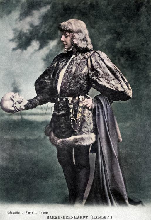 Sarah Bernhardt as Hamlet with Yorick's skull, c 1885-1900.