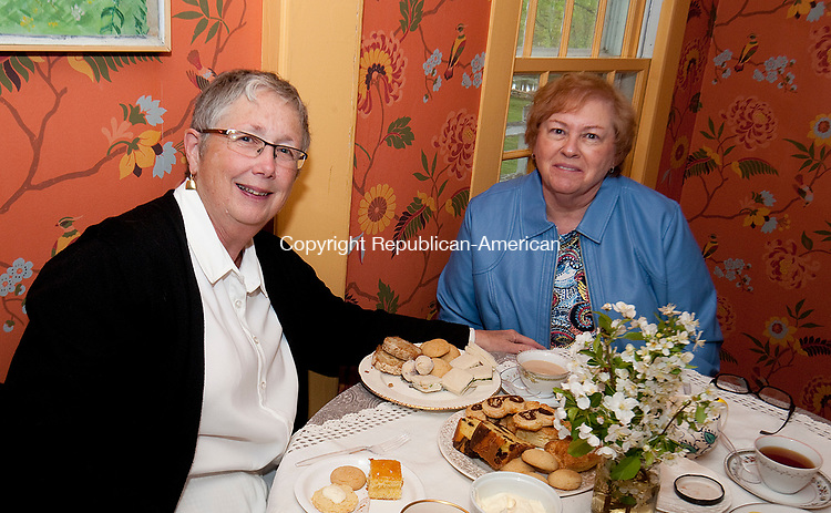 WOODBURY CT-050717JS03- Wendy Gaynor of Seymour and Lee Schroeter of Ansonia during the Flanders Nature Center's 1920's themed Farm Tea held at the Flanders Nature Center in Woodbury. <br /> Jim Shannon Republican-American