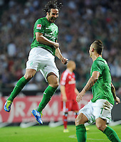 FUSSBALL   1. BUNDESLIGA   SAISON 2011/2012    5. SPIELTAG SV Werder Bremen - Hamburger SV                         10.09.2011 Claudio PIZARRO (li) und Marko ARNAUTOVIC (re, beide Bremen) jubeln nach dem 2:0