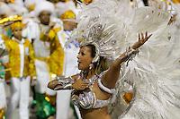 SAO PAULO, SP, 24 DE FEVEREIRO 2012 - CARNAVAL SP DESFILE CAMPEAS - UNIDOS DE VILA MARIA - Integrante da escola de samba Unidos de Vila Maria durante desfile das campeãs  do Carnaval 2012 de São Paulo, no Sambódromo do Anhembi, na zona norte da cidade, (FOTO: ALE VIANNA - BRAZIL PHOTO PRESS)