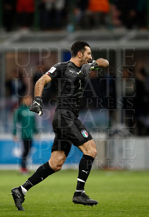 Soccer Football - 2018 World Cup Qualifications - Europe - Italy vs Sweden - San Siro, Milan, Italy - November 13, 2017 <br /> Italy's goalkeeper Gianluigi Buffon in action during the FIFA World Cup 2018 qualification football match between Italy and Sweden at the San Siro Stadium in Milan on November 13, 2017.<br /> UPDATE IMAGES PRESS/Isabella Bonotto