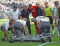 Torwart Jiri Pavlenka (SV Werder Bremen) wird verletzt ausgewechselt nach einem Schlag an den Kopf - 01.09.2018: Eintracht Frankfurt vs. SV Werder Bremen, Commerzbank Arena, 2. Spieltag DISCLAIMER: DFL regulations prohibit any use of photographs as image sequences and/or quasi-video.