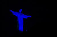 RIO DE JANEIRO, RJ, 04.08.2018 - CRISTO-REDENTOR, O Monumento ao Cristo Redentor recebe iluminação na cor azul das 18h às 19h, para comemorar e celebrar a Semana de Mobilização Contra o Tráfico de Pessoas, zona sul, Rio de Janeiro, neste sábado, 04 (Foto: Vanessa Ataliba/Brazil Photo Press)