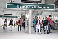 SAO PAULO, SP, 25.10.2013 - INVESTIMENTOS TRANSPORTES / PAC 2 - MOBILIDADE URBANA - Vista da estacao Vila Pudente na regiao leste de Sao Paulo. A presidente Dilma Rousseff anunciou nesta sexta-feira, em cerimônia no Palácio dos Bandeirantes, sede do governo estadual, a destinação de R$ 5,4 bilhões para obras de mobilidade urbana na região metropolitana de São Paulo.<br /> Os recursos serão aplicados na expansão da Linha 2 do Metrô (Vila Prudente-Vila Formosa), expansão da Linha 9 do trem urbano para a Zona Sul, implantação de trem urbano na Linha Zona Leste-Aeroporto de Guarulhos, além da modernização de 19 (Foto: Ale Vianna / Brazil Photo Press).