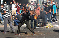 Venezuela: Caracas,12/02/14 <br /> Protesters throw stones and Molotov cocktails at police, during the student protests of February 12, in the vicinity of the Attorney General of Venezuela, in center Caracas. Edsau Olivares//Archivolatino