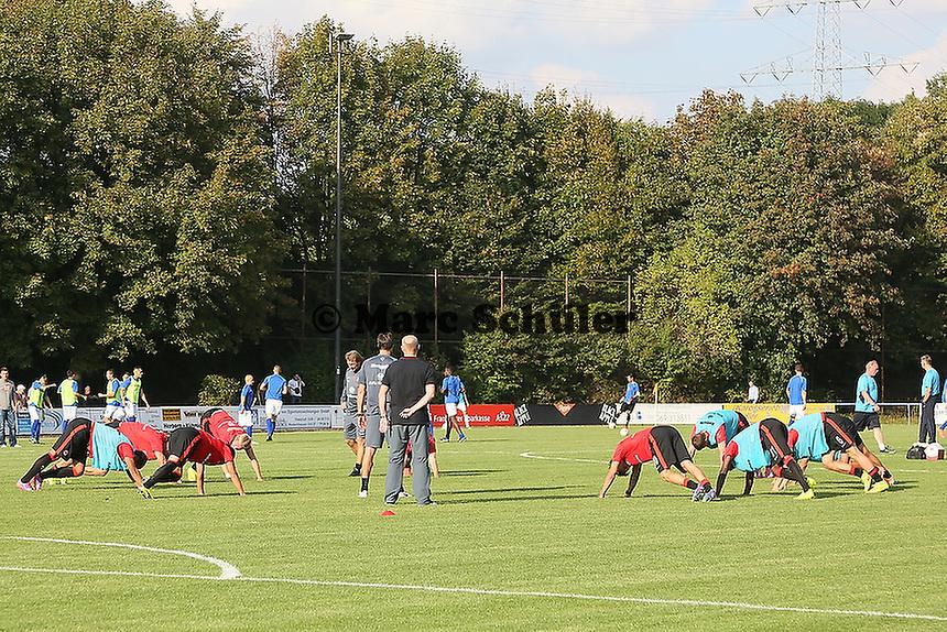 Trainer Thomas Schaaf (Eintracht) überwacht das Aufwärmen - VfB Unterliederbach vs. Eintracht Frankfurt