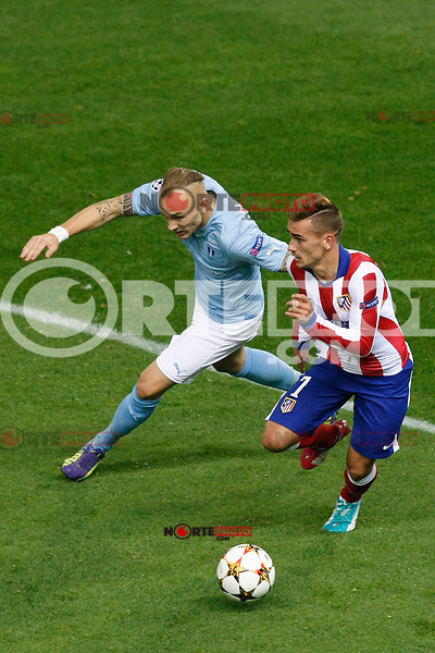 Atletico de Madrid´s Griezmann (R) and Malmo´s Eriksson during Champions League soccer match between Atletico de Madrid and Malmo at Vicente Calderon stadium in Madrid, Spain. October 22, 2014. (ALTERPHOTOS/Victor Blanco)