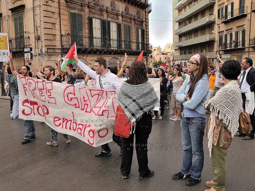 Palermo, protest against Israeli military attack to the peace flottilla in solidarity with Palestinian people.