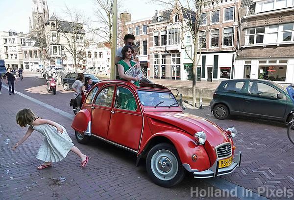 Nederland - Leeuwarden - april 2018.  Eend in de Voorstreek. De Voorstreek is een straat / gracht in Leeuwarden.   Foto Berlinda van Dam / Hollandse Hoogte