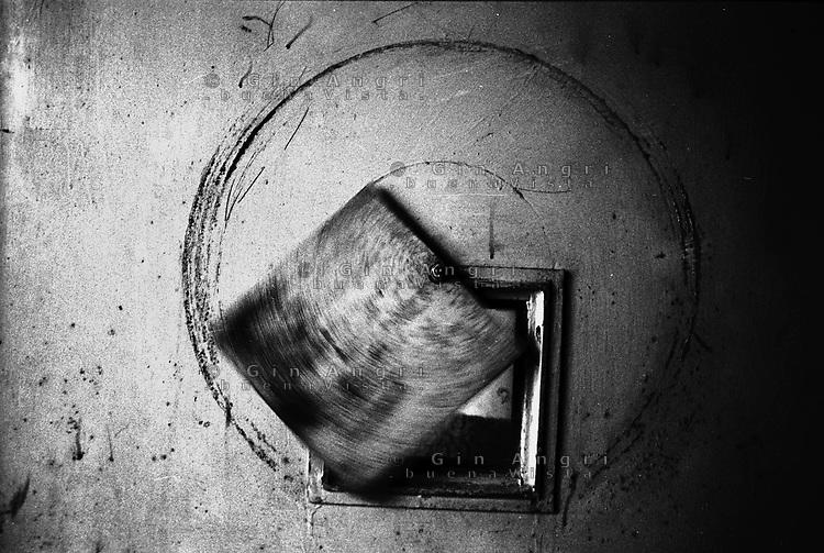 lo spioncino di una cella dell'ex carcere san Donnino di Como