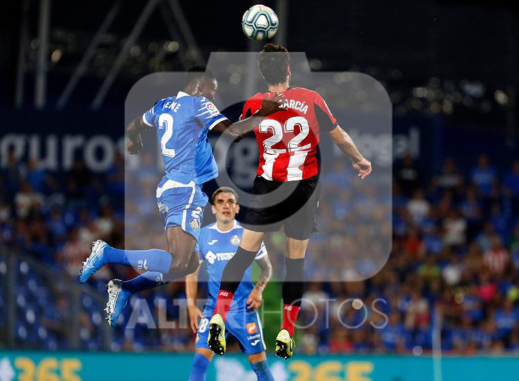 Athletic Club de Bilbao's Raúl García and Getafe CF's Djene Dakonam during La Liga match. Aug 24, 2019. (ALTERPHOTOS/Manu R.B.)