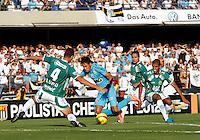 SÃO PAULO, SP,06 MAIO 2012 - CAMPEONATO PAULISTA - GUARANI x SANTOS FINAL - Neymar jogador do Santos durante partida Guarani X Santos válido pelo primeiro jogo da final doCampeonato Paulista no Estádio Cicero Pompeu de Toledo  (Morumbi), na região sul da capital paulista na tarde deste domingo  (06). (FOTO: ALE VIANNA -BRAZIL PHOTO PRESS).