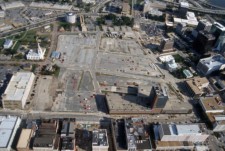 1996 October 10..Redevelopment..Macarthur Center.Downtown North (R-8)..LOOKING EAST...NEG#.NRHA#..