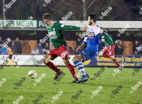 2016-11-26 / Voetbal / seizoen 2016-2017 / KFC Houtvenne - KVV Vosselaar /  Glenn Van Asten (l.KFC Houtvenne) met Jan Blondeel ,Foto: Mpics.be