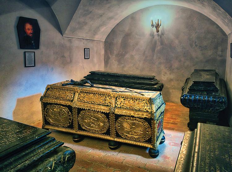 Sarkofagi Lubomirskich w krypcie pod zamkową kaplicą