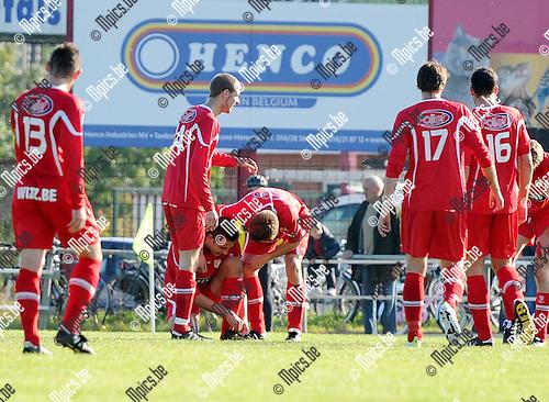 2011-10-16 / Seizoen 2011-2012 / Voetbal / VC Herentals - SKS Herentals / Vreugde bij de spelers van VC Herentals na het tweede doelpunt van de wedstrijd..Foto: mpics