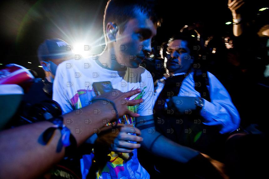CIUDAD DE M&Eacute;XICO, DF. Julio 15, 2013 &ndash;  El lider del dueto estadounidense, Tyler Joseph,  del grupo, Twenty One Pilots, durante su actuaci&oacute;n en el Palacio de los Deportes de la Ciudad de M&eacute;xico. El grupo de de indierock y pop rock se present&oacute; por primera vez en  M&eacute;xico.  FOTO: ALEJANDRO MEL&Eacute;NDEZ<br /> <br /> MEXICO CITY, DF. July 15, 2013 - The leader of the American duo, Tyler Joseph, the group, Twenty One Pilots, during his performance at the Palacio de los Deportes in Mexico City. The group pop rock indierock and was presented for the first time in Mexico. PHOTO: ALEJANDRO MELENDEZ