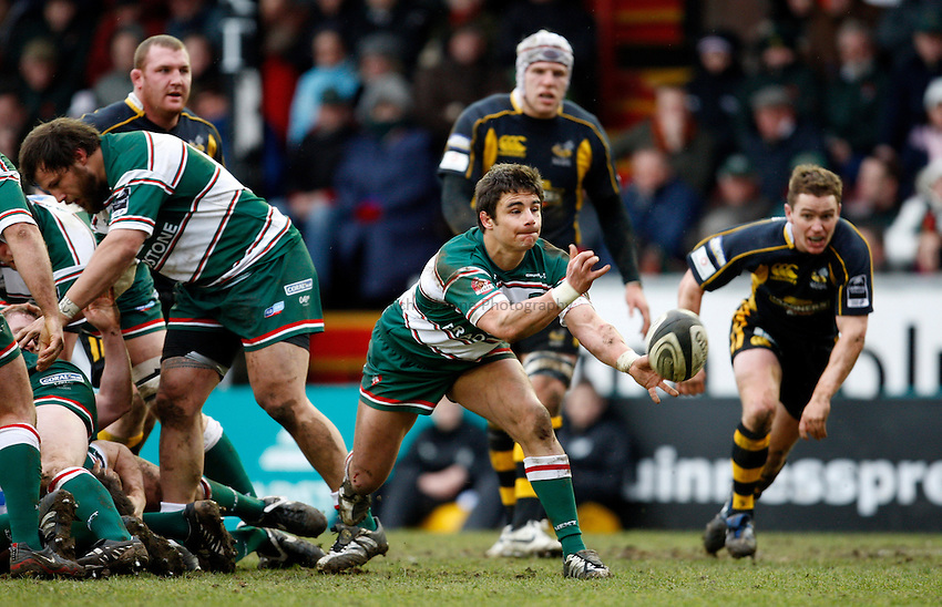 Photo: Richard Lane/Richard Lane Photography..Leicester Tigers v London Wasps. Guinness Premiership. 29/03/2008. Tigers' Harry Ellis passes.
