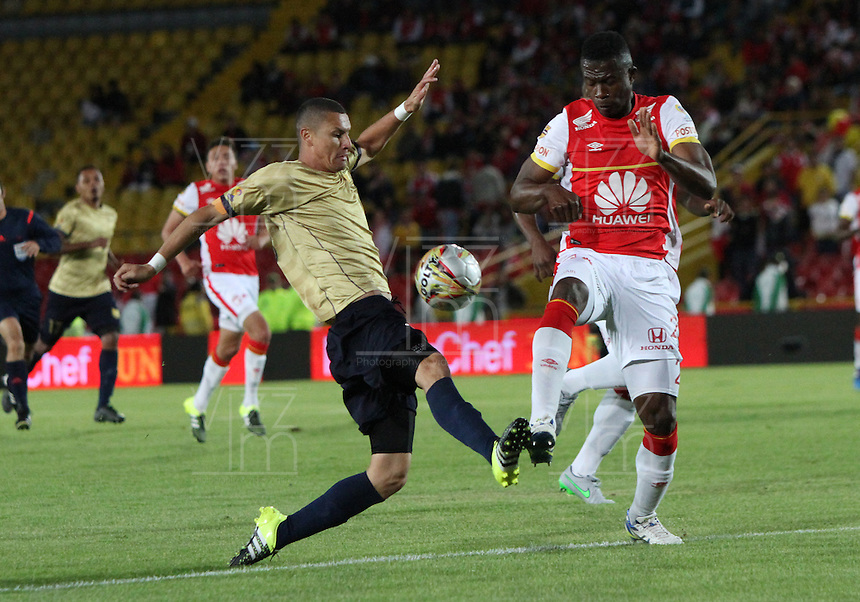 BOGOTA - COLOMBIA - 8-08-2015: Yair Arrechea  jugador de Independiente Santa Fe  disputa el balon con Luis Paez de Aguilas Doradas  durante partido  por la fecha 5 de la Liga Aguila II 2015 jugado en el estadio Nemesio Camacho El Campin. / Yair Arrechea player of Independiente Santa Fe   fights the ball against  Luis Paez of Aguilas Doradas during a match for the fifth date of the Liga Aguila II 2015 played at Nemesio Camacho El Campin stadium in Bogota city. Photo: VizzorImage / Felipe Caicedo / Staff.