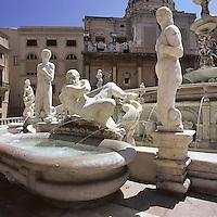 Piazza Pretoria and the Pretoria fountain.<br /> Piazza Pretoria, Palermo, dettaglio della fontana, la vasca con l'allegoria del fiume Papireto