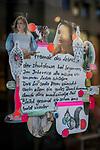18.03.2020, Innenstadt, Dortmund , Dortmund Innenstadt <br /> <br /> im Bild   picture shows:<br /> Die meisten Geschaefte in der Dortmunder Innenstadt bleiben vorerst geschlossen. Ein Geschäft hat aufmunternde Zeilen an sein Schaufenster gehängt, <br /> <br /> Foto © nordphoto / Rauch