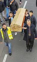 Demonstration der Anwohner und Sympathisanten vom Bahnhof Kelsterbach zum Rathaus für den Erhalt des Kiosk von Mehmet Karaüzüm (vr)  - 21.02.2019: Demonstration für den Erhalt des Kiosk an der Niederhölle in Kelsterbach