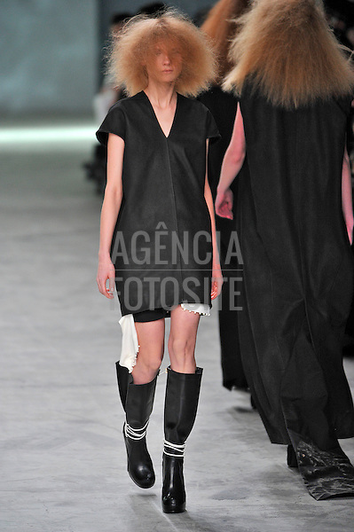 New York, EUA &ndash; 09/02/2013 - Desfile de Rick Owens durante o New York Fashion Week - Inverno 2013. <br />