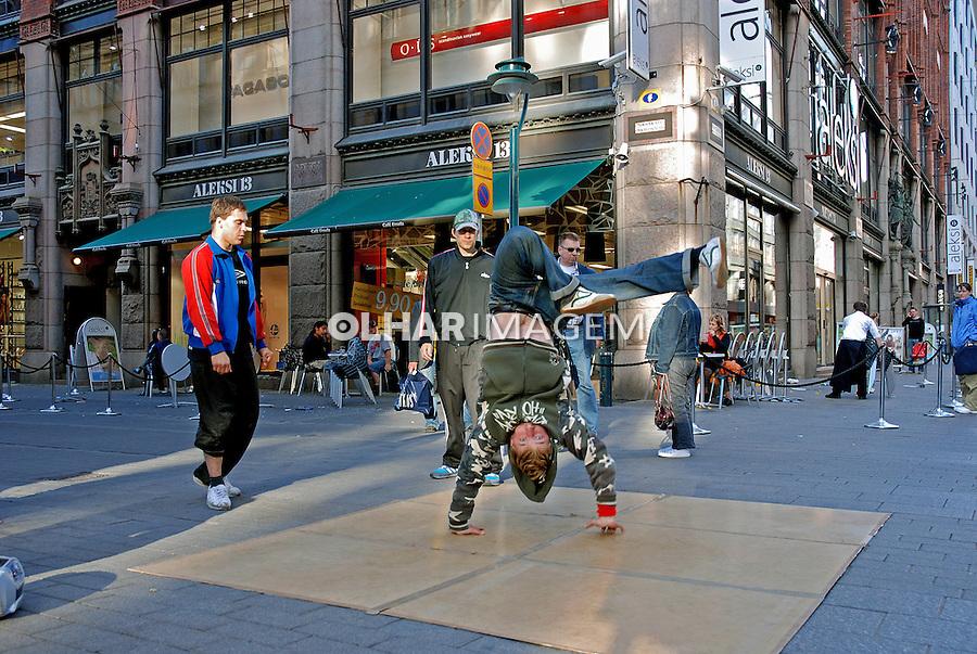 Dança de rua em Helsinki. Finlândia. 2007. Foto de Vinicius Romanini.