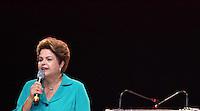 CURITIBA, PR, 03.07.2014 -  PLENÁRIA DO PT - PR / CURITIBA - A Presidente Dilma Rousseff durante a plenária estadual do Partido dos Trabalhadores (PT), que acontece no Teatro Positivo noite desta quinta-feira (3), em Curitiba. O evento marca o lançamento da candidatura de senadora Gleisi Hoffmann ao governo do Paraná e reunir correligionários de várias cidades paranaenses. (Foto: Paulo Lisboa / Brazil Photo Press)