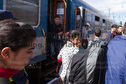 Illegal migrants traveling to Germany get off a train coming from Budapest Keleti railway station near Hegyeshalom (about 180 km West of capital city Budapest), Hungary on September 06, 2015. ATTILA VOLGYI
