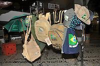 """SAO PAULO, SP, 05 DE JUNHO 2012 - Em comemoracao ao Dia Mundial do Meio Ambiente, a ong SOS Mata Atlantica participa de acao com estande onde o publico tem a oportunidade de conhecer os projetos da Fundacao e deixar suas expectativas para o Meio-Ambiente na """"arvore dos desejos"""", feita de embalagens de achocolatados e garrafas PET. Mudas de arvores também são distribuidas para o publico. (FOTO: THAIS RIBEIRO / BRAZIL PHOTO PRESS)."""