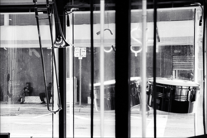 Jitney blues<br /> From &quot;Life to waste&quot; series.<br /> Downtown Miami, 2010